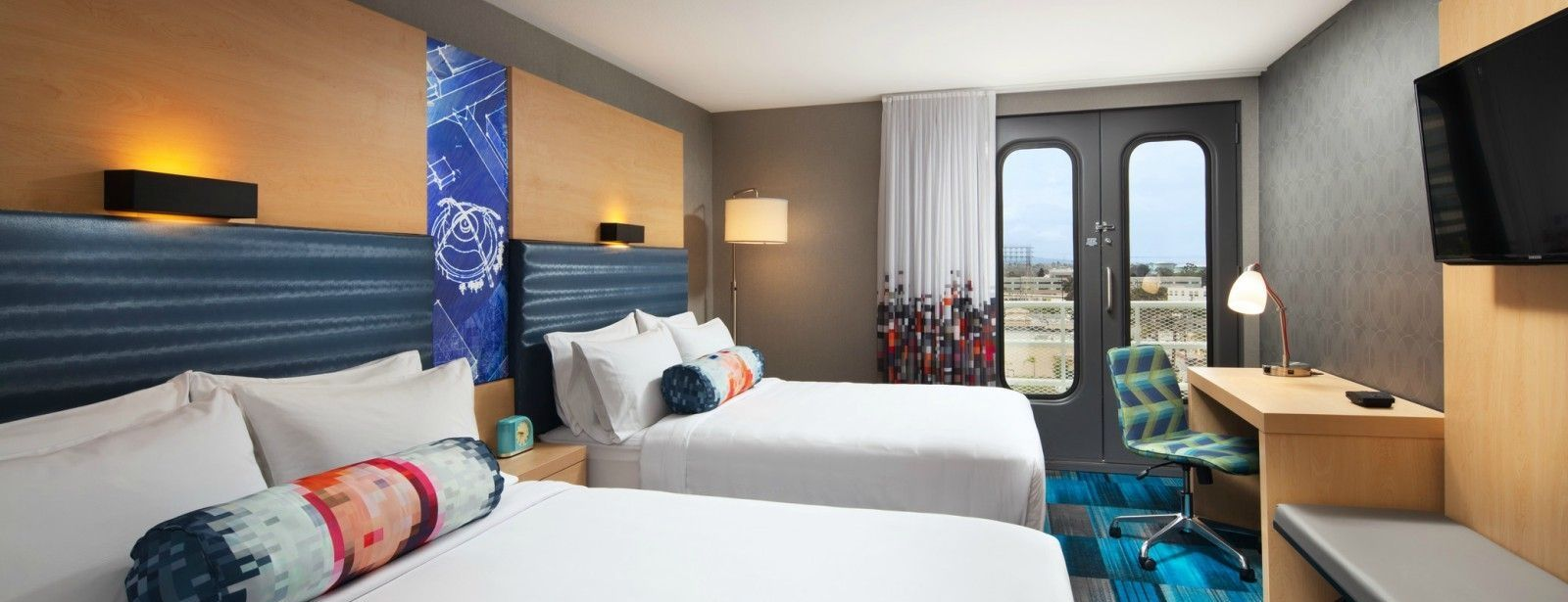 Aloft room - queen beds